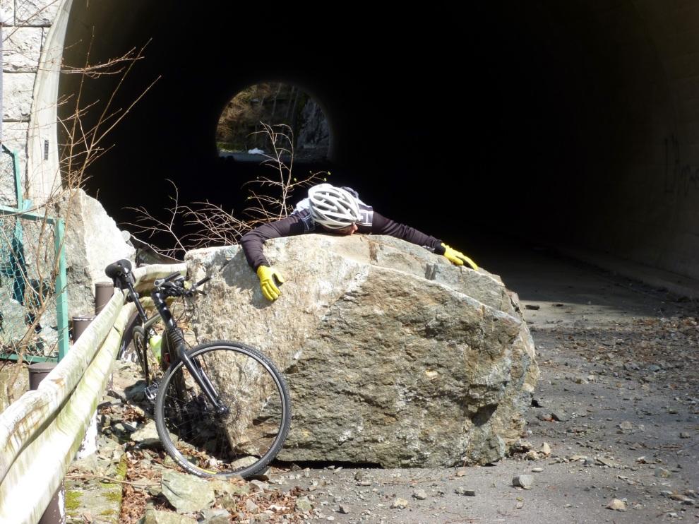 1003  Inukoeji Tour Inkoeji Approach Tunnel stone mob 2