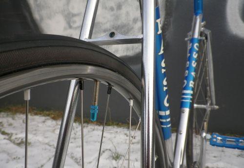 1301 Blue Basso Track 15