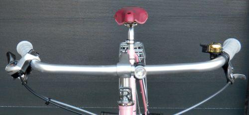 """Das Cockpit. Mit Raleigh R Markenzeichen. Oder steht das für """"Team Rocket""""?"""