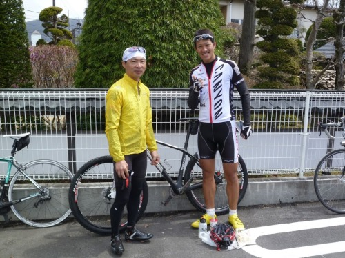 Naoya and his friend: The same MTB / road racer combination as Ludwig and me