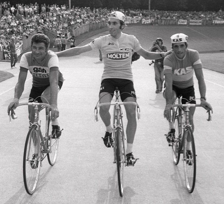 Belgian Eddy Merckx (C) smiles as he does a victory lap along with Frenchman Raymond Poulidor (L) and Spaniard Vicente Lopez-Carril at the end of the Tour de France, 21 July 1974 in Paris. Merckx won the last stage between Orleans and Paris to tie the record of eight wins in one Tour and captured his record-tying fifth Tour de France. Poulidor, at age 38, finished second and Lopez-Carril, third. (Photo credit should read STAFF/AFP/Getty Images)