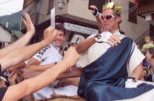 display_Cipollini_Dressed_as_Caesar