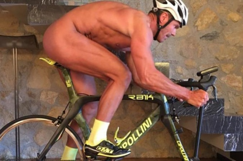 mario-cipollini-riding-naked-his-indoor-bike