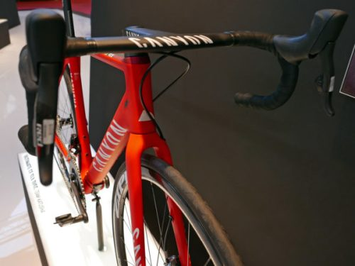 canyon_ultimate-cf-slx-disc_carbon-all-around-lightweight-disc-brake-road-race-bike_katusha-pro-team_cocpit-600x450