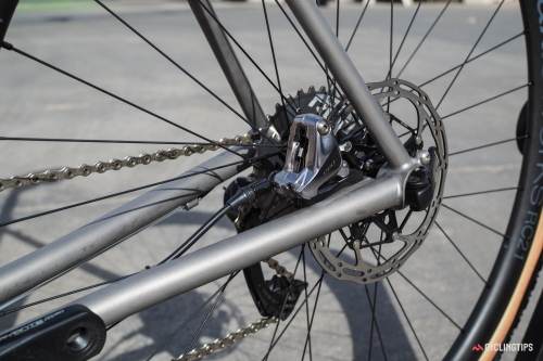 Flat-mount disc brakes and thru-axles are standard issue on the Alchemy Kratos.