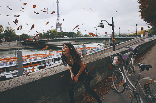 bateau-mouche-bicycle-bike-eiffel-tower-girl-happiness-Favim.com-52340