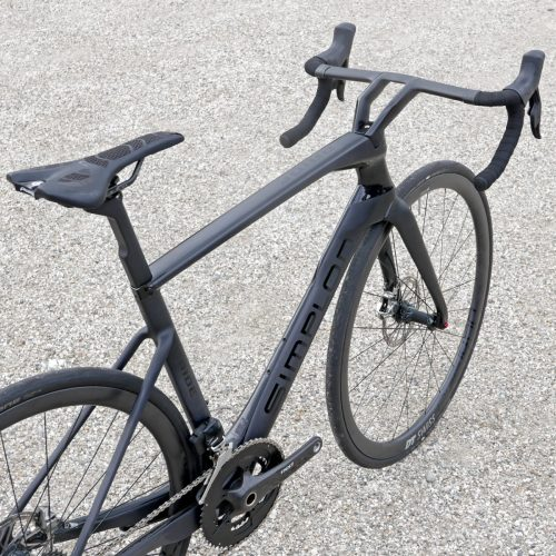 Simplon-Pride_integrated-carbon-aero-disc-brake-race-road-bike_3-4-profile