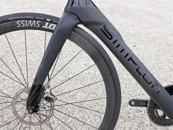 Simplon-Pride_integrated-carbon-aero-disc-brake-race-road-bike_front-end-shaping-600x450