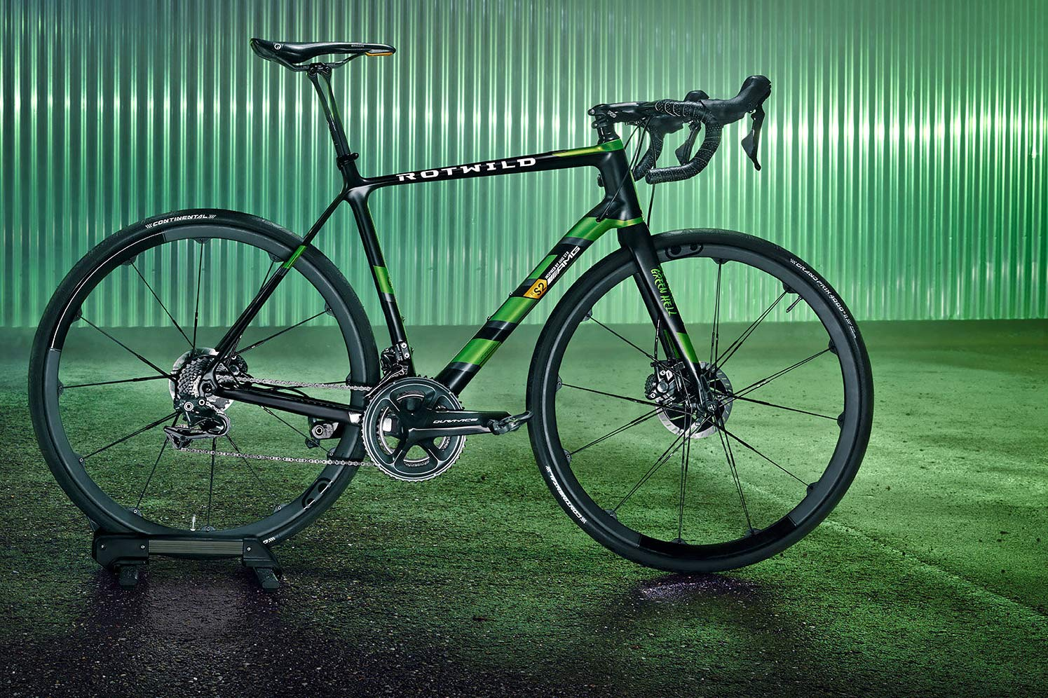 Rotwild-x-Mercedes-AMG-R-S2_Beast-of-the-Green-Hell-limited-edition_lightweight-carbon-disc-brake-road-bike_complete-bike