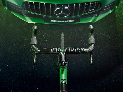 Rotwild-x-Mercedes-AMG-R-S2_Beast-of-the-Green-Hell-limited-edition_lightweight-carbon-disc-brake-road-bike_top