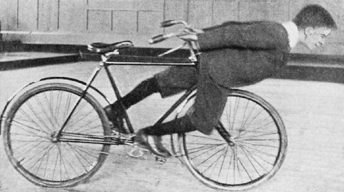 Fancy Cycling, 1901 Fahrrad-Stunt